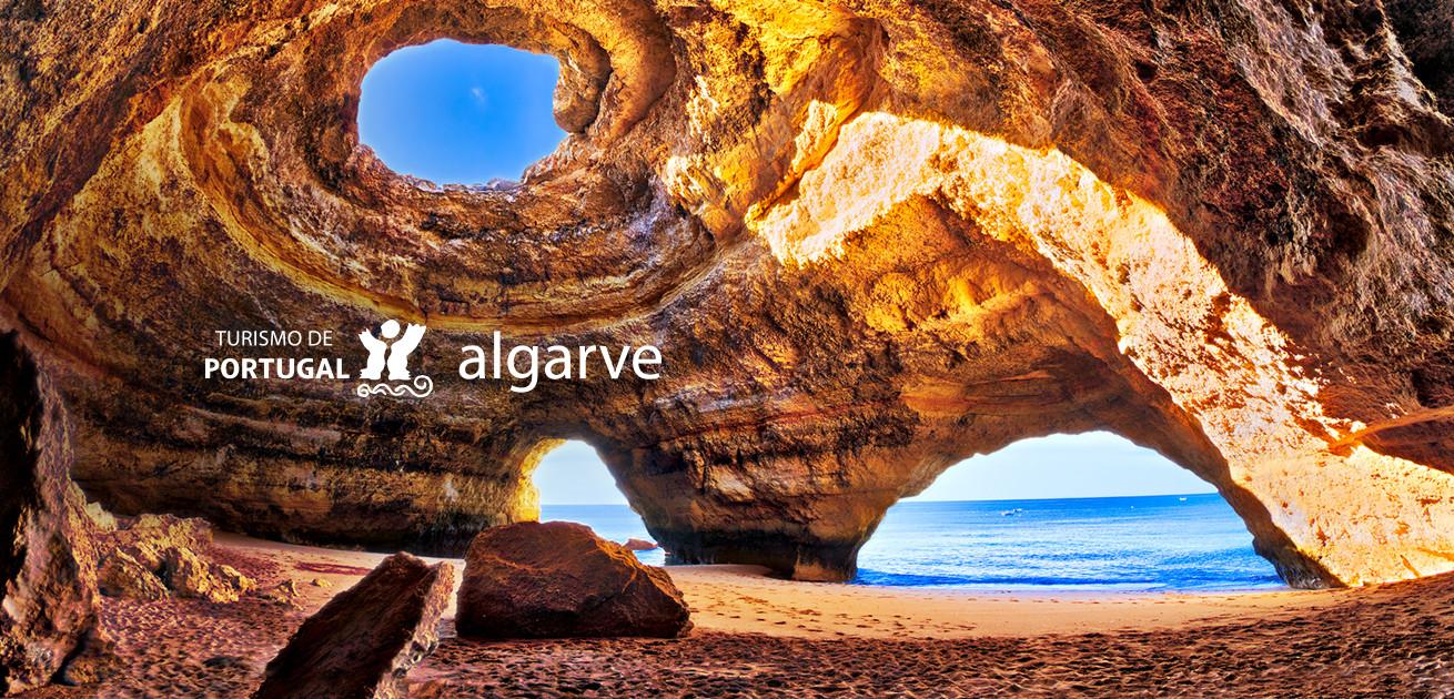 Poilsis Portugalijoje - smaragdo spalvos Atlanto vandenynas ir vieni gražiausių baltojo smėlio paplūdimių Europoje.
