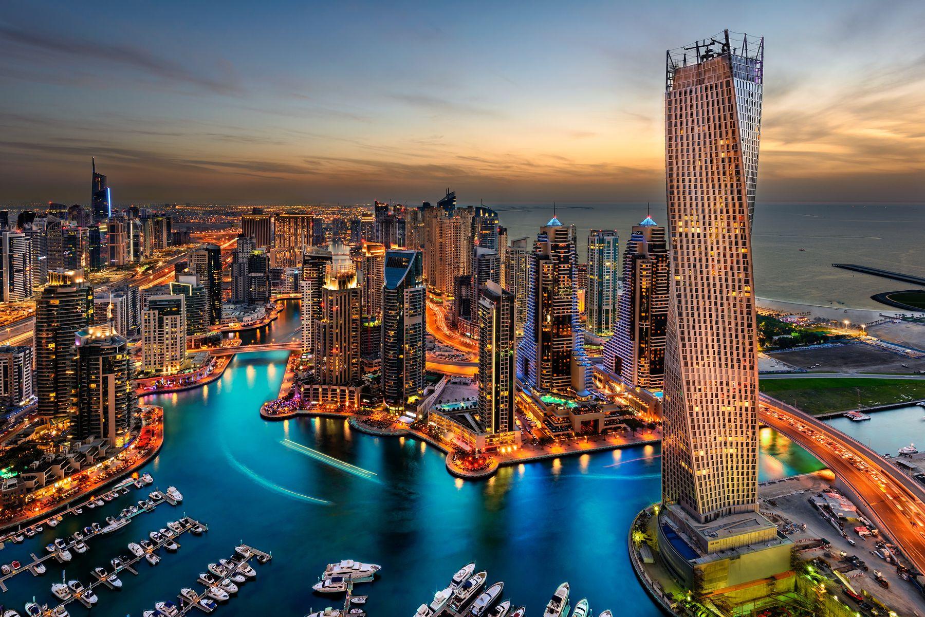 Naujieji metai Dubajuje! Pilnas kelionės paketas 4* viešbutyje su pusryčiais!