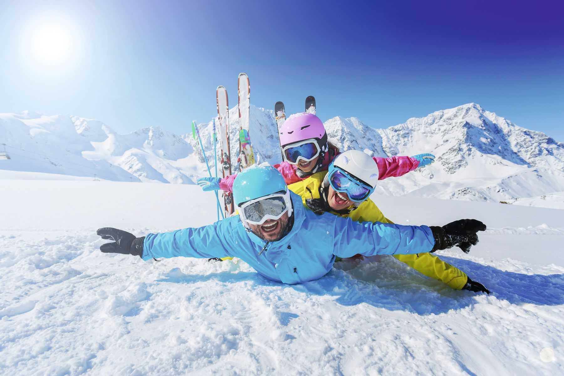 Keliaujam slidinėti į Italijos kalnus! Skrydžiai su registruotu bagažu ir pervežimais ir savaitė viešbutyje su pusryčiais!