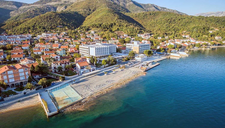 Delfin (Tivat, Melnkalne-Horvātija)