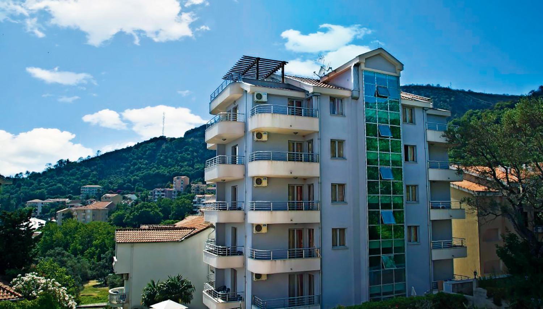 Dolce Vita (Tivat, Melnkalne-Horvātija)
