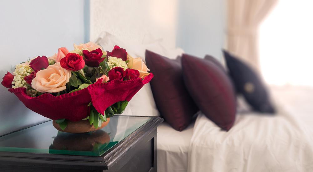 Gėlės viešbučio kambaryje