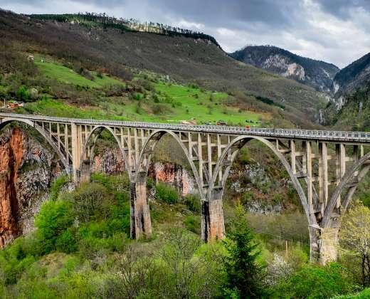 Juodkalnija. Tiltas per Taros kanjoną