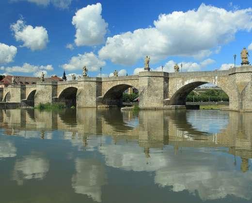 Vokietija. Viurcburgas. Senasis akmeninis tiltas.