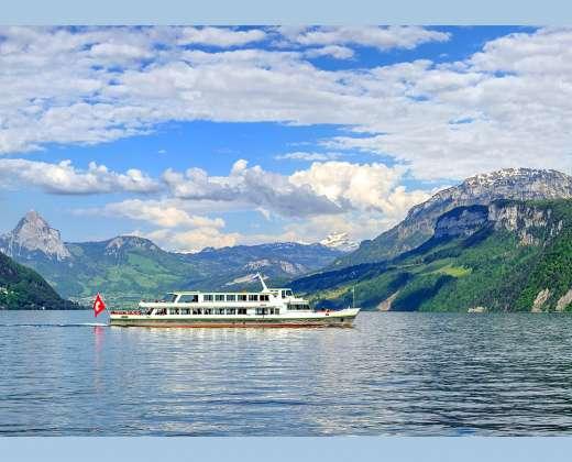 Šveicarija. Plaukimas Keturių Kantonų ežeru.