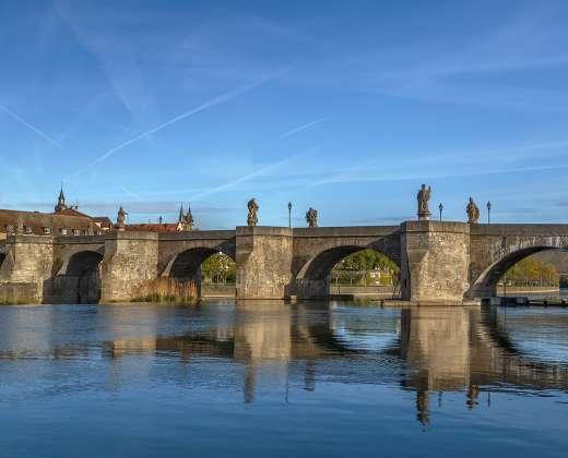 Viurcburgas. Senasis akmeninis tiltas