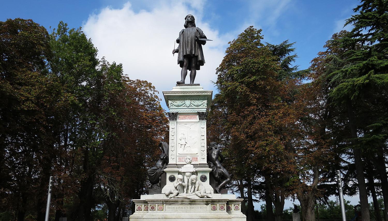 Italija. Urbinas. Rafaelio skulptūra