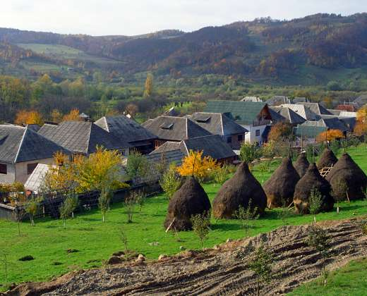 Rumunija. Sapantos mediniai kryžiai
