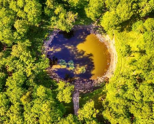 Estija. Saremos sala. Kali meteoritinis krateris
