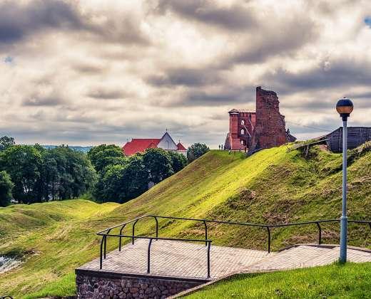 Baltarusija. Lydos pilies griuvėsiai