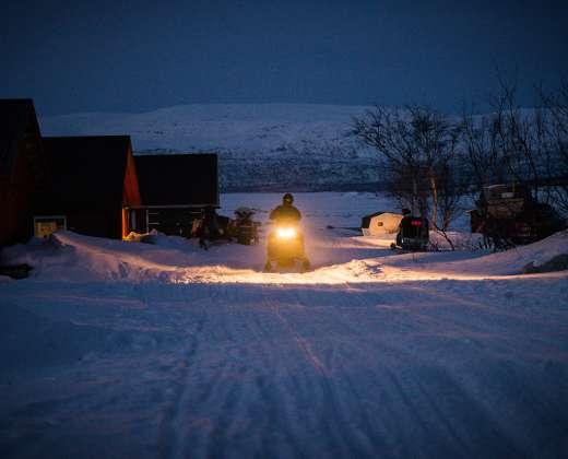 Laplandija. Naktinis sniegomobilių safaris