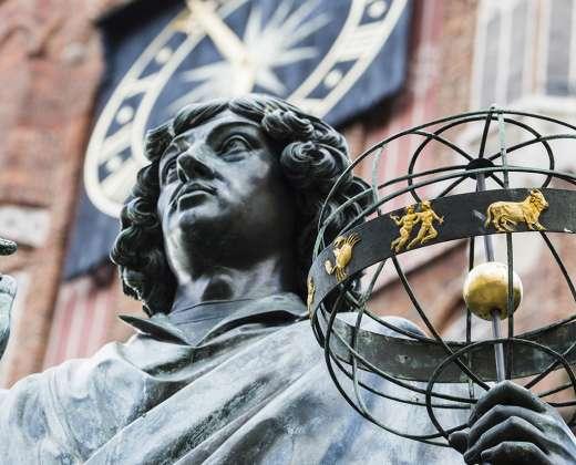 Torunė. Koperniko skulptūra